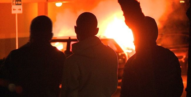 Tre personer greps anklagade för brand i Malmö