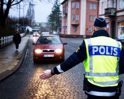 اسباب سحب رخصة السياقة في السويد – اسئلة امتحان التيوري في السويد – موقع يلا سويد ٢٠١٧